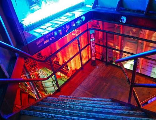 Главная лестница вниз