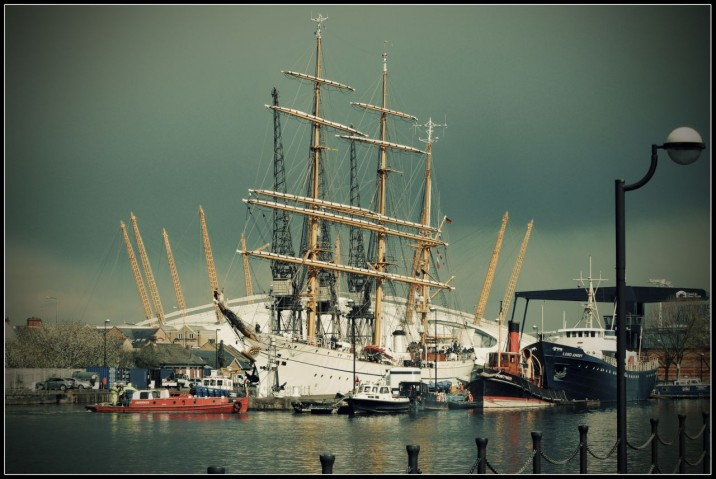 Gorch Fock at Canary Wharf: at lock